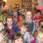 Przedszkolaki w bibliotece w Gnojnicy (2)